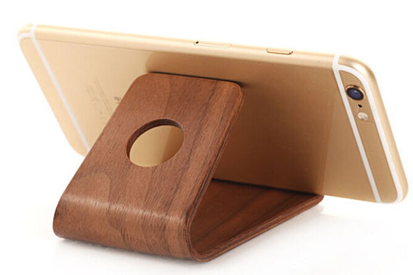 Universal natural wood holder for mobile phones